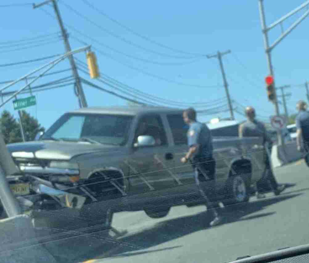 TRAFFIC: Truck Crashes into Pole/Median on Highway 35 - The