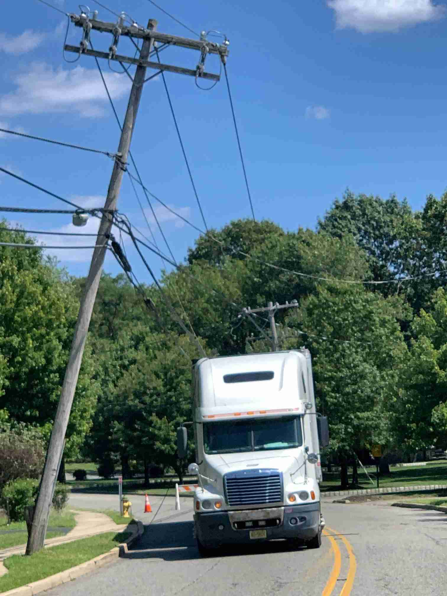 holmdel middle road power lines august 12 2019